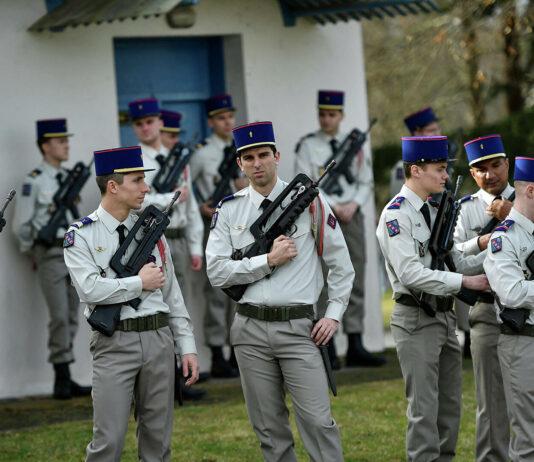 Francia reorganizará su presencia militar